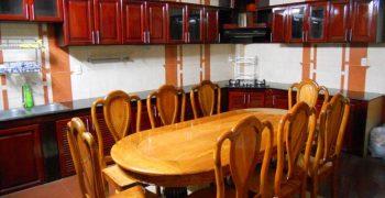 Tiêu chuẩn kích thước bàn ăn 8 người hiện nay là bao nhiêu?