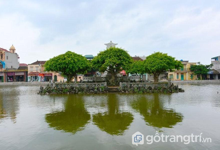 """Nhà thờ Phát Diệm được bố trí trên 1 mặt bằng tổng thể hình chữ """"Vương"""" - Ảnh vnexpress.net"""