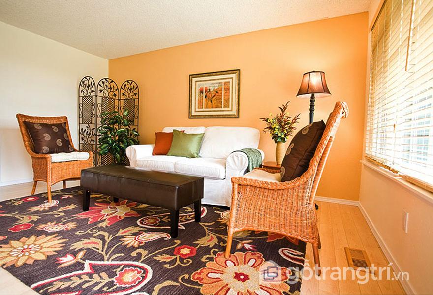 Không gian bao trùm bởi màu cam với sắc thái khác nhau