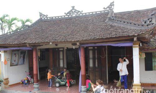 Ngôi nhà trăm tuổi tại Hà Nội có bức thiều châu dát vàng