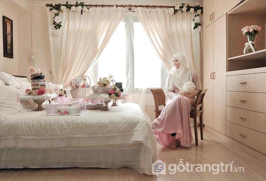 Vẻ đẹp lãng mạn trong phòng cưới màu trắng tinh khiết