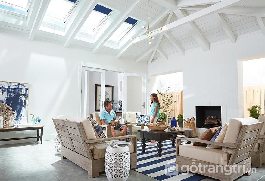 Tông nền màu trắng và đồ nội thất màu tối chính là 1 cách ứng dụng màu sắc giúp không gian nhiều ánh sáng