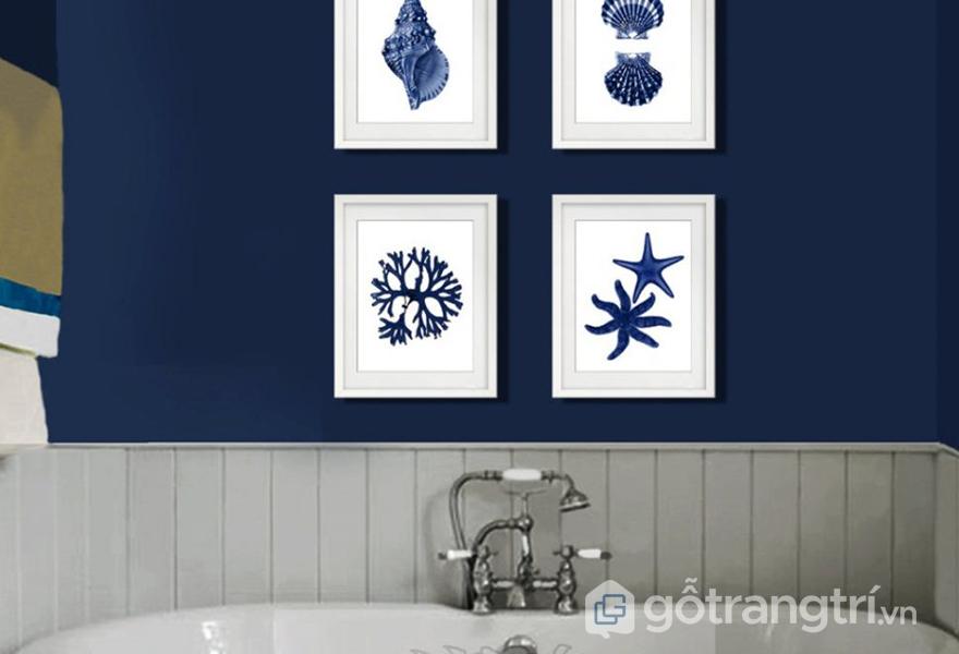 Hình ảnh sao biển, ốc, sò,... trong trang trí phòng tắm