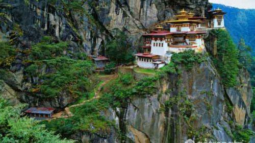Kiến trúc độc đáo của tu viện Paro Taktsang trên đỉnh Himalaya