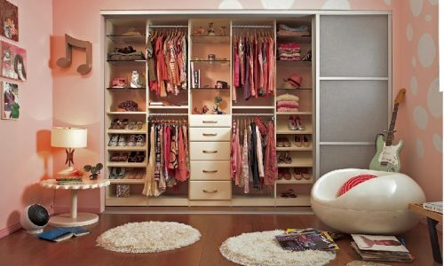 Bật mí những cách sắp xếp tủ quần áo gọn gàng cho bé yêu nhà bạn