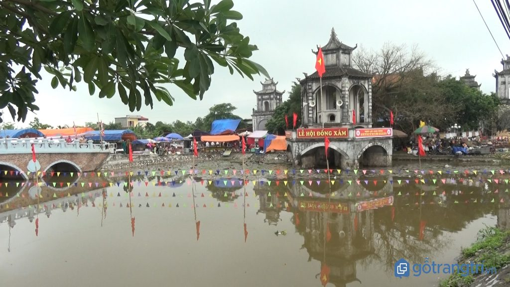 Lễ hội Đồng Xâm được tổ chức hàng năm tại làng nghề chạm bạc Đồng Xâm