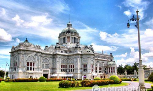 Khám phá kiến trúc cung điện Ananta Samakhom với vẻ đẹp độc đáo