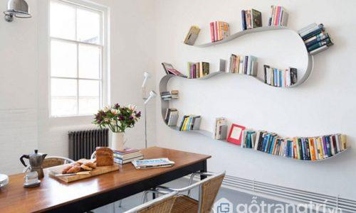 Kệ sách treo tường thông minh làm bật không gian sống hiện đại