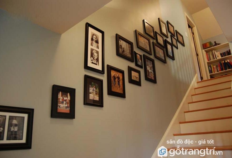 khung ảnh treo tường cầu thang
