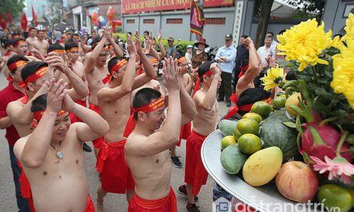 Lễ hội đền Trấn Vũ - Gắn liền với nghi thức kéo co ngồi độc đáo
