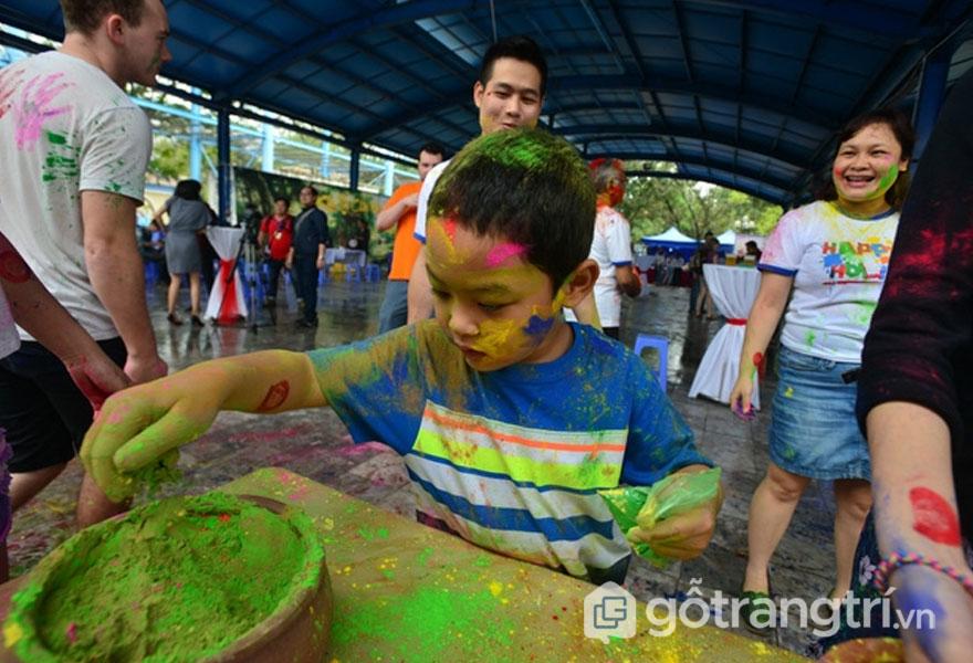 Lễ hội ném bột Hà Nội - Ảnh sưu tầm