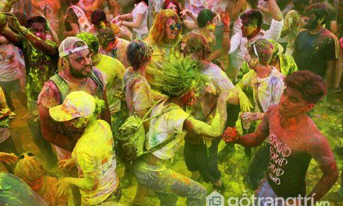 Lễ hội ném bột tại Hà Nội - Lễ hội sắc màu Holi đặc trưng của Ấn Độ