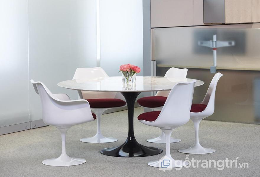 Ghế có độ sâu và rộng vừa phải để tạo tư thế thoải mái