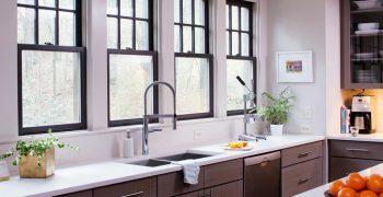 Thiết kế bếp có cửa sổ nhìn ra ngoài – không gian bếp đẹp nên thơ
