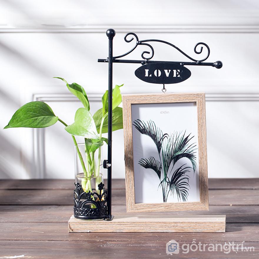 Khung-tranh-de-ban-kieu-dang-nho-gon-GHS-6477