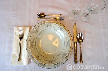 Nghệ thuật bài trí bàn ăn kiểu Pháp lãng mạn – bạn đã biết?