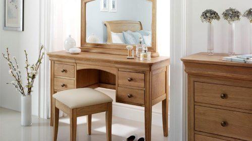 Tìm hiểu những ưu điểm nổi bật của bàn trang điểm gỗ sồi đẹp