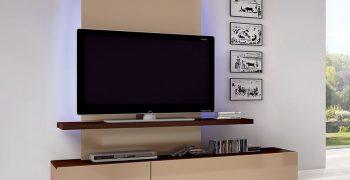 Cách lựa chọn kệ tivi treo tường phòng khách đẹp cho căn hộ của bạn