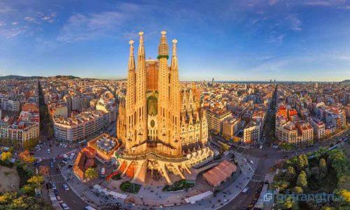 Tuyệt tác thánh đường Sagrada Familia xây dựng 130 năm vẫn chưa xong