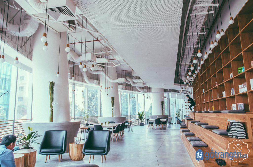 Quán cà phê dành cho dân văn phòng có không gian làm việc rộng rãi, thoáng mát. (Ảnh: internet)