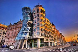 Tòa nhà nổi tiếng như đang nhảy múa quyến rũ ở Prague (Ảnh internet)