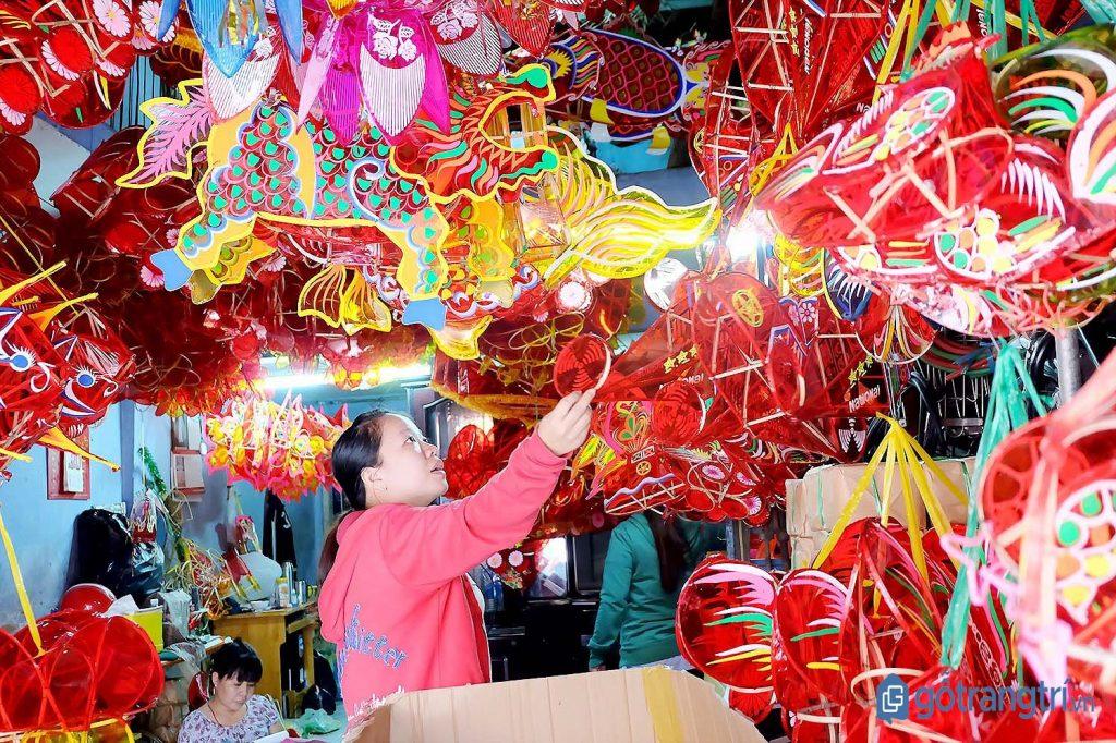 Các sản phẩm đa dạng tại Làng nghề truyền thống làm lồng đèn Phú Bình. (ảnh: internet)
