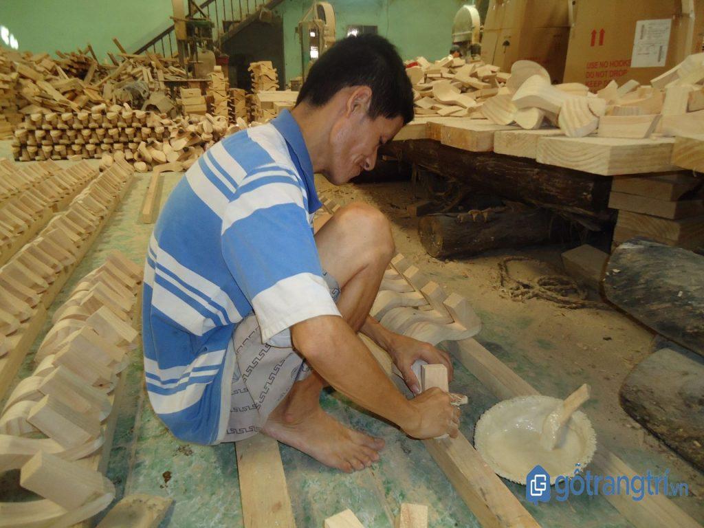Một xưởng sản xuất ở làng nghề guốc truyền thống ở Bình Dương. (ảnh: internet)