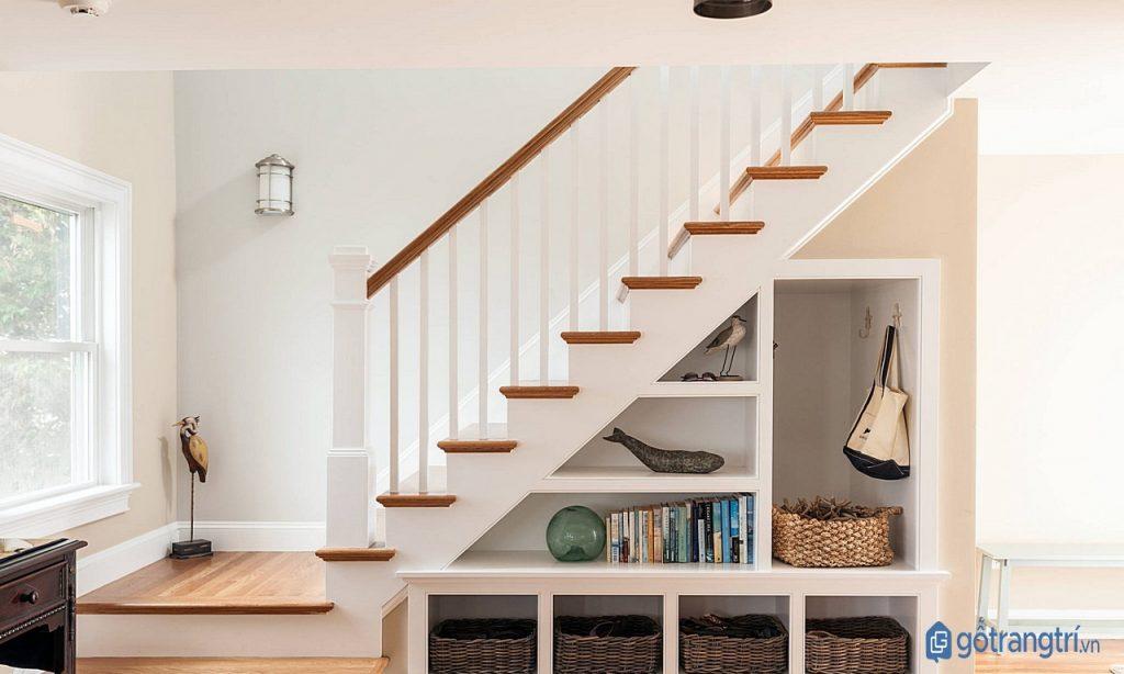 Thỏa thích sáng tạo với tủ trang trí chân cầu thang. (ảnh: internet)