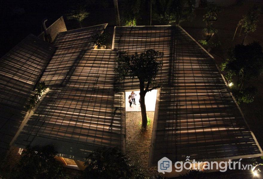 Công trình Việt BE Friendly Space được sử dụng vật liệu địa phương tre và đất - Ảnh: Nguyễn Tiến Thành, Đoàn Thanh Hà
