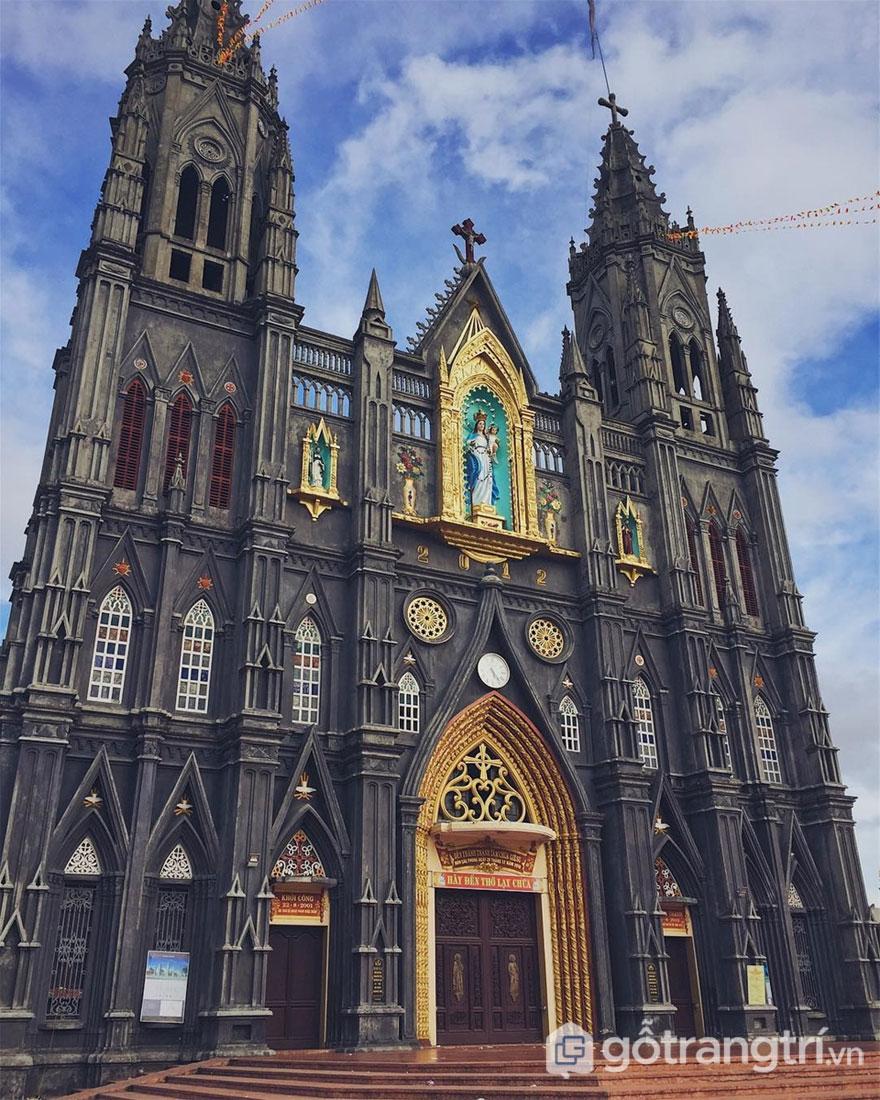 Đền thánh Hưng Nghĩa là công trình kiến trúc bề thế ở Nam Định (Ảnh internet)