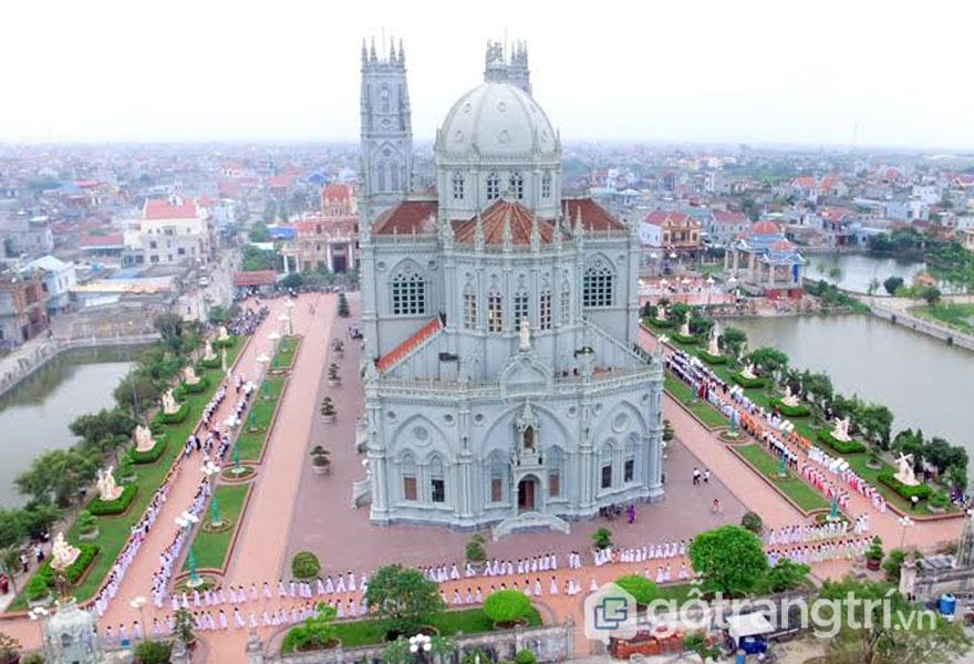 Giáo xứ Kiên Lao nhìn từ trên cao (Ảnh internet)