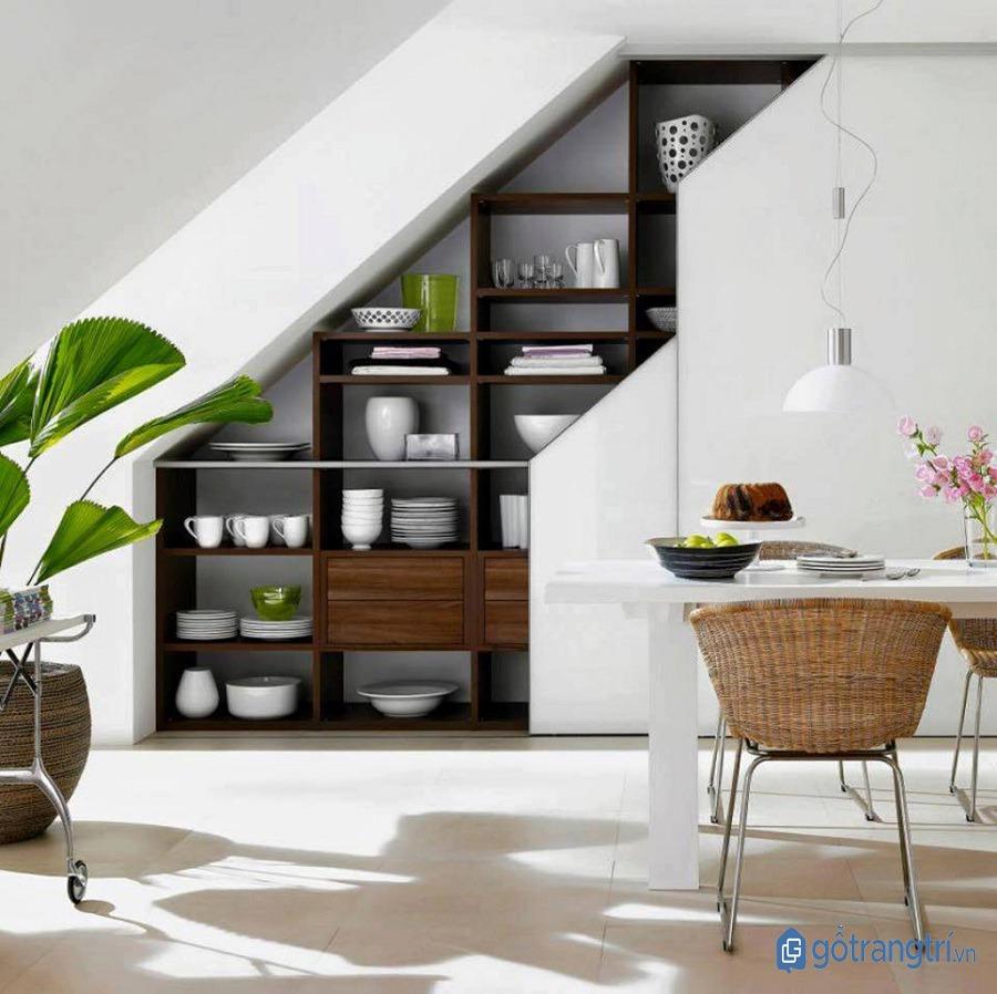 Trang trí chân cầu thang bằng tủ âm tường cho ngôi nhà thêm gọn gàng, tiện nghi. (ảnh: internet)