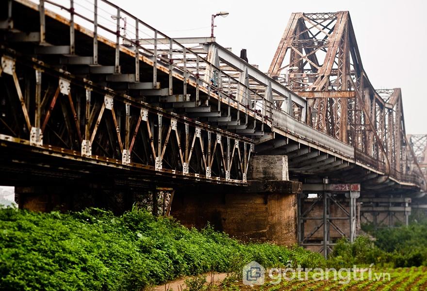 Cầu Long Biên mang đậm dấu ấn kiến trúc Pháp (ảnh internet)