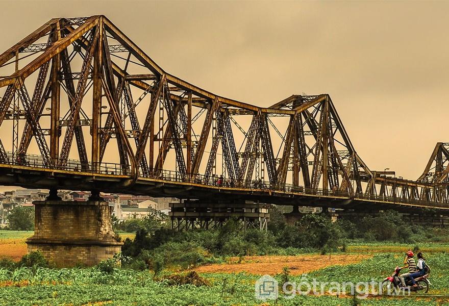 Cầu Long Biên - cây cầu đầu tiên bắc qua sông Hồng (ảnh internet)