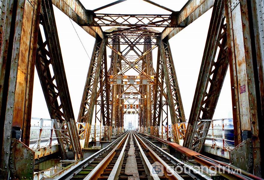 Cầu Long Biên – nhân chứng lịch sử cho sức mạnh của người dân Việt Nam (ảnh internet)
