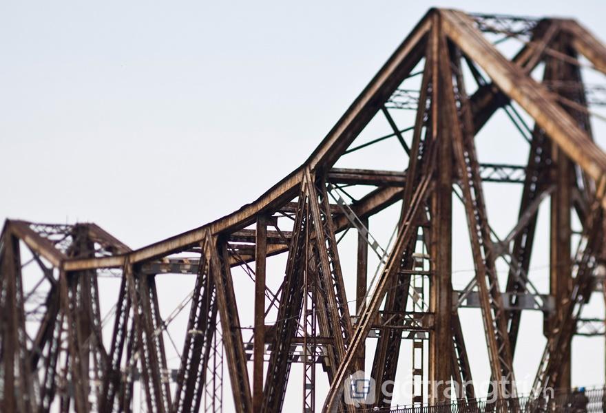Cầu Long Biên được ví như tháp Eiffel giữa lòng Hà Nội (ảnh internet)