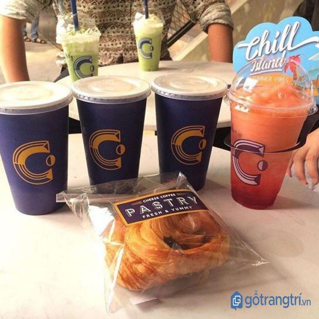 Đồ ăn và nước uống được phục vụ ngay tại quán cà phê đẹp dành cho dân văn phòng. (Ảnh: internet)