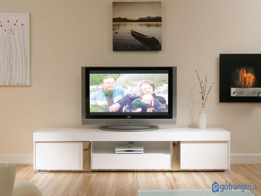 Kệ tivi phòng ngủ làm bằng gỗ công nghiệp với thiết kế hiện đại. (ảnh: internet)