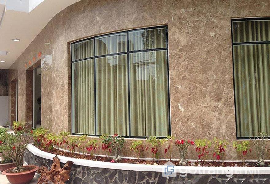 Đá cẩm thạch ốp mặt tiền sẽ tạo được sự khác biệt cho ngôi nhà (Ảnh internet)