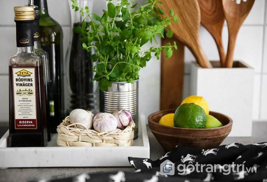 Khay đá cẩm thạch giúp cho gian bếp trở nên gọn gàng hơn (Ảnh internet)
