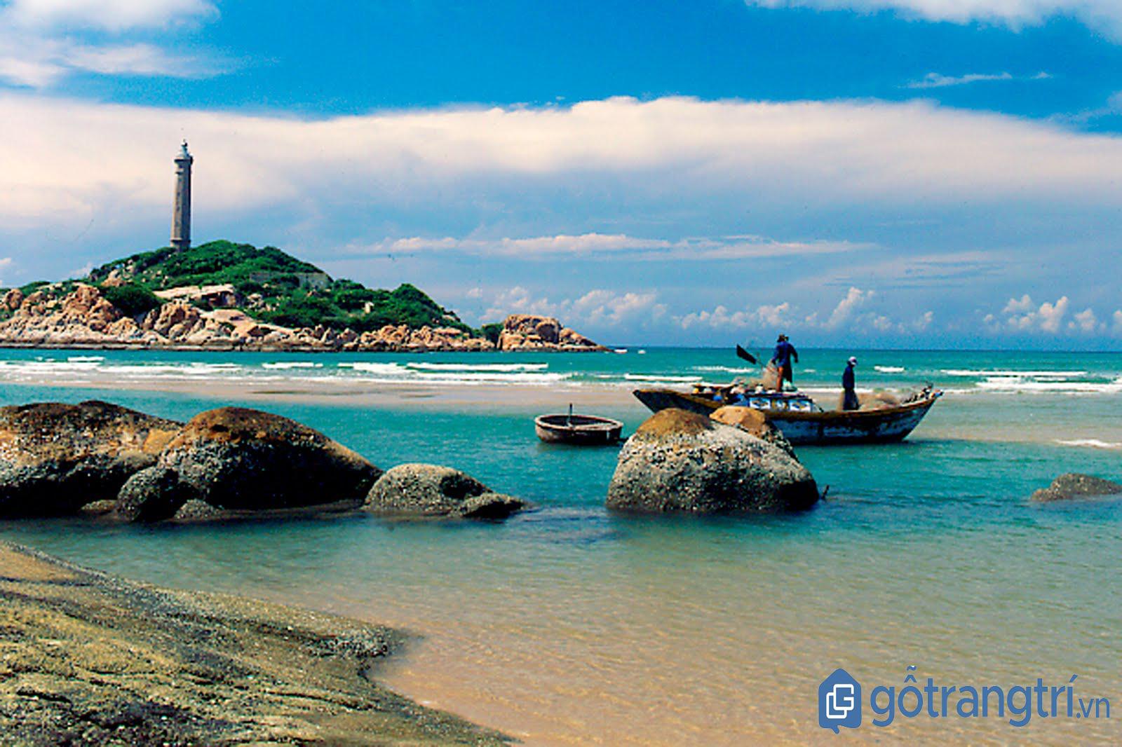 Ngọn hải đăng trên đảo Nam Du. (Ảnh: Internet)