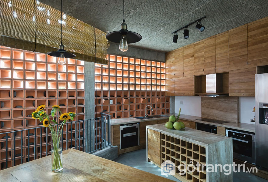 Gạch thông gió được thiết kế trong gian bếp gia đình để mùi thức ăn lan tỏa ra bên ngoài mà không bị hôi hám - Ảnh: Internet