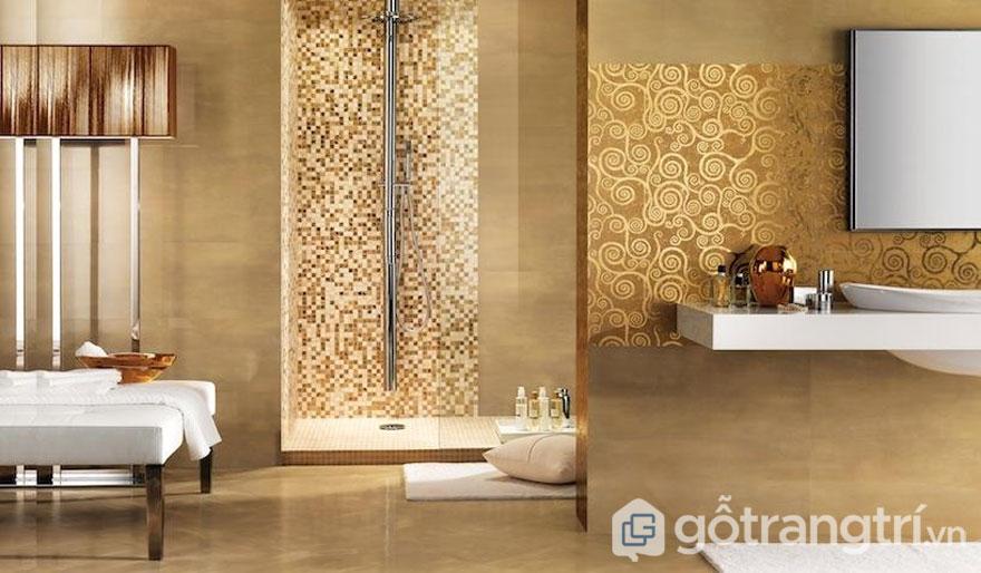 Phòng tắm sử dụng gạch mosaic thủy tinh - Ảnh: Internet