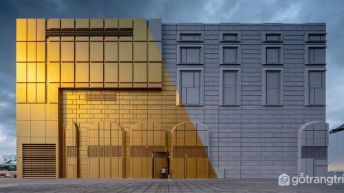 Công trình kiến trúc in hình bối cảnh xung quanh lên bề mặt