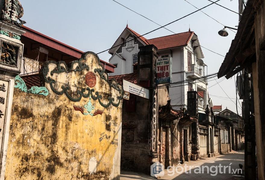 Xây dựng nhà mới phá vỡ khung cảnh và giá trị truyền thống tại làng Cự Đà (ảnh: tạp chí kiến trúc)