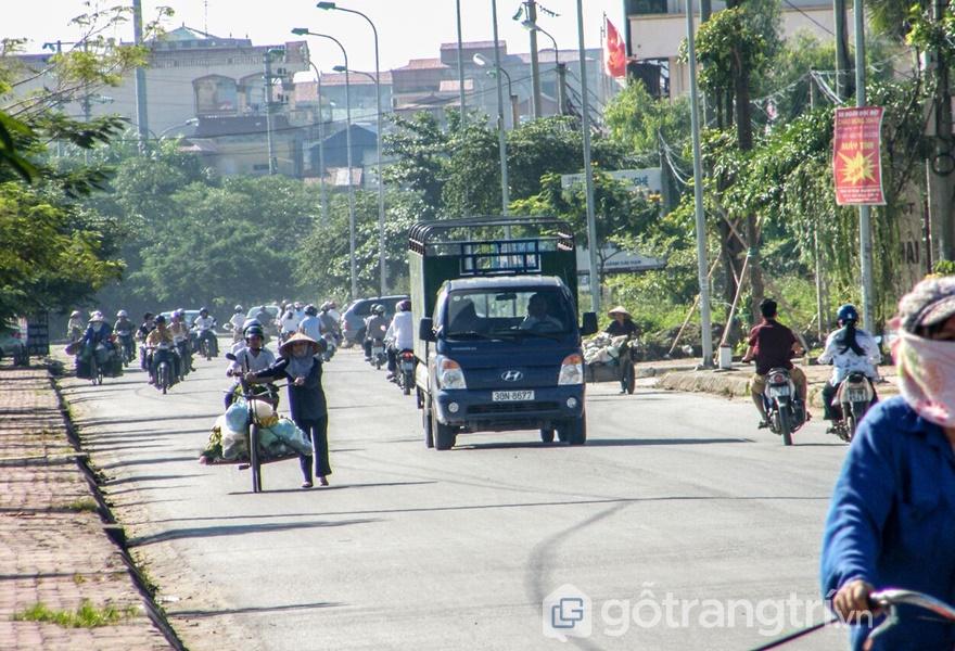 Đường làng Đồng kỵ được mở rộng (ảnh: tạp chí kiến trúc)