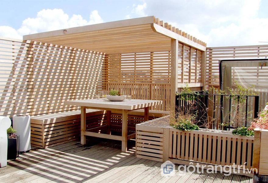 Vách ngăn gỗ lưới luôn phù hợp với không gian thoáng đãng trên khu vực sân thượng hay ban công - Ảnh: Internet