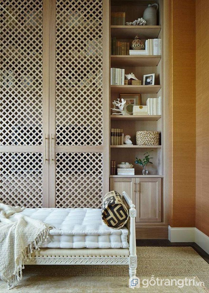 Chiếc tủ rượu với thiết kế gỗ lưới bài trí trong không gian phòng khách cổ điển - Ảnh: Internet