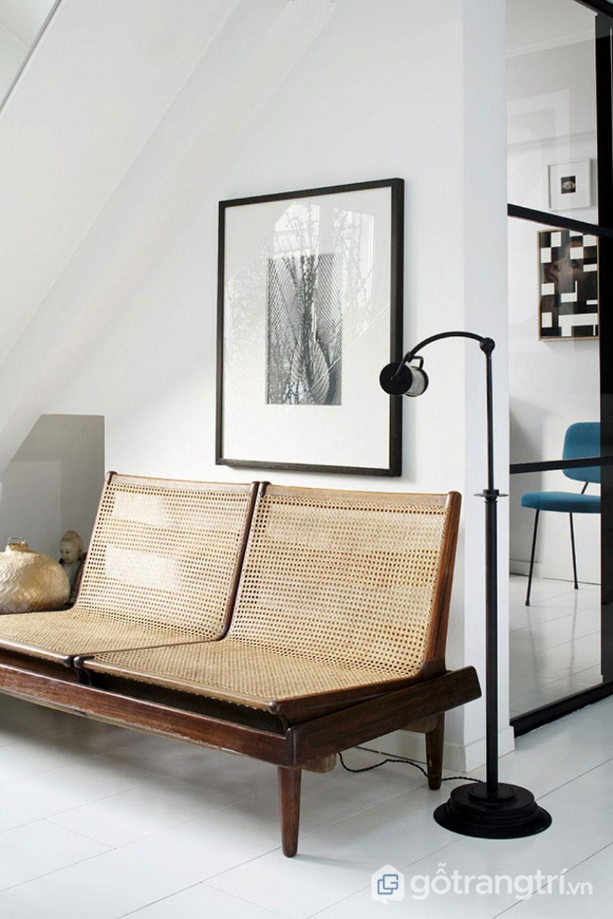 Chiếc ghế lưới trang trí này mang đến không gian sống hài hòa thiên nhiên với sự tối giản, nhẹ nhàng của cặp màu tương phản đen và trắng - Ảnh: Internet