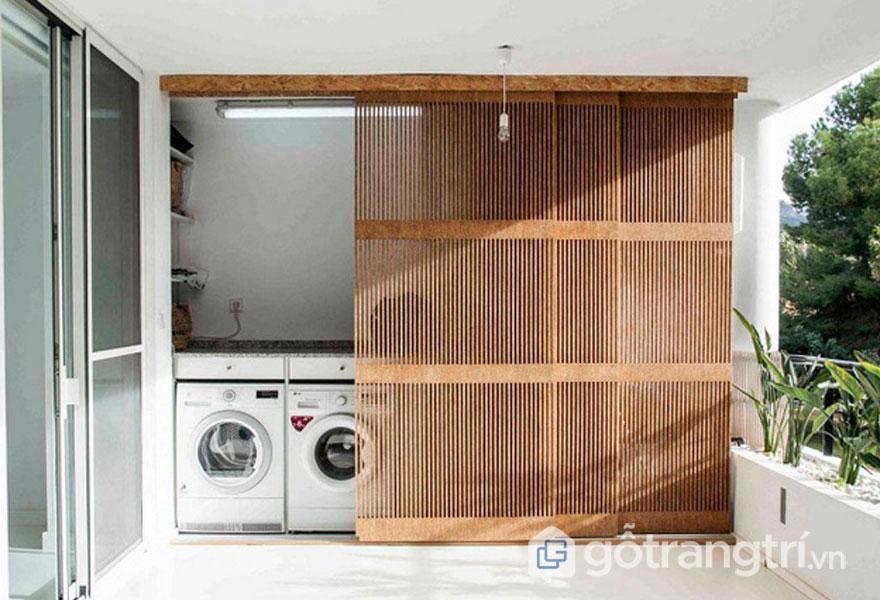 Giấu không gian giặt giũ qua cánh cửa lưới mang đến không gian sông tinh tế với ban công nhà thoáng đãng - Ảnh: Internet